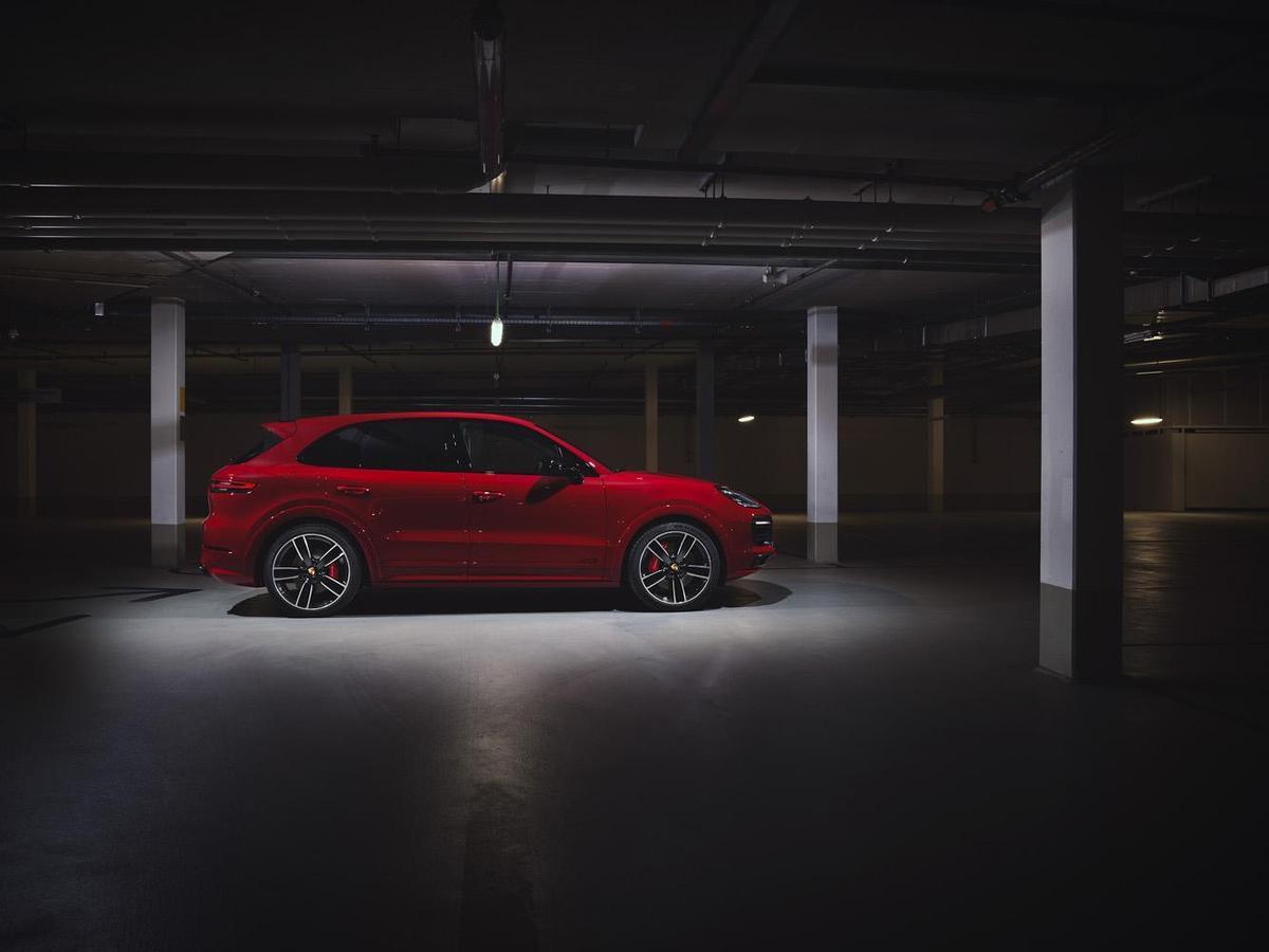 全新Cayenne GTS搭載4.0升V8雙渦輪引擎,最高動力表現可輸出460 PS(338 kW)與扭力 620 Nm,全方位強化Cayenne GTS性能表現。