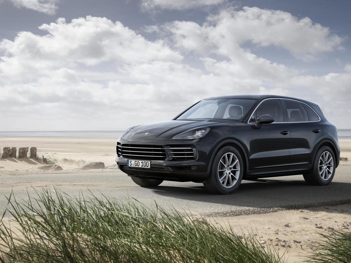 台灣保時捷限時推出Porsche Cayenne首發版,搭載3.0升 V6 渦輪增壓引擎,增加配備包括:全景式電動天窗、動力輔助轉向升級系統、停車測距輔助系統 (前、後)含360度環景輔助攝影、變換車道輔助系統及保時捷智慧型免鑰匙系統,即日起接單。