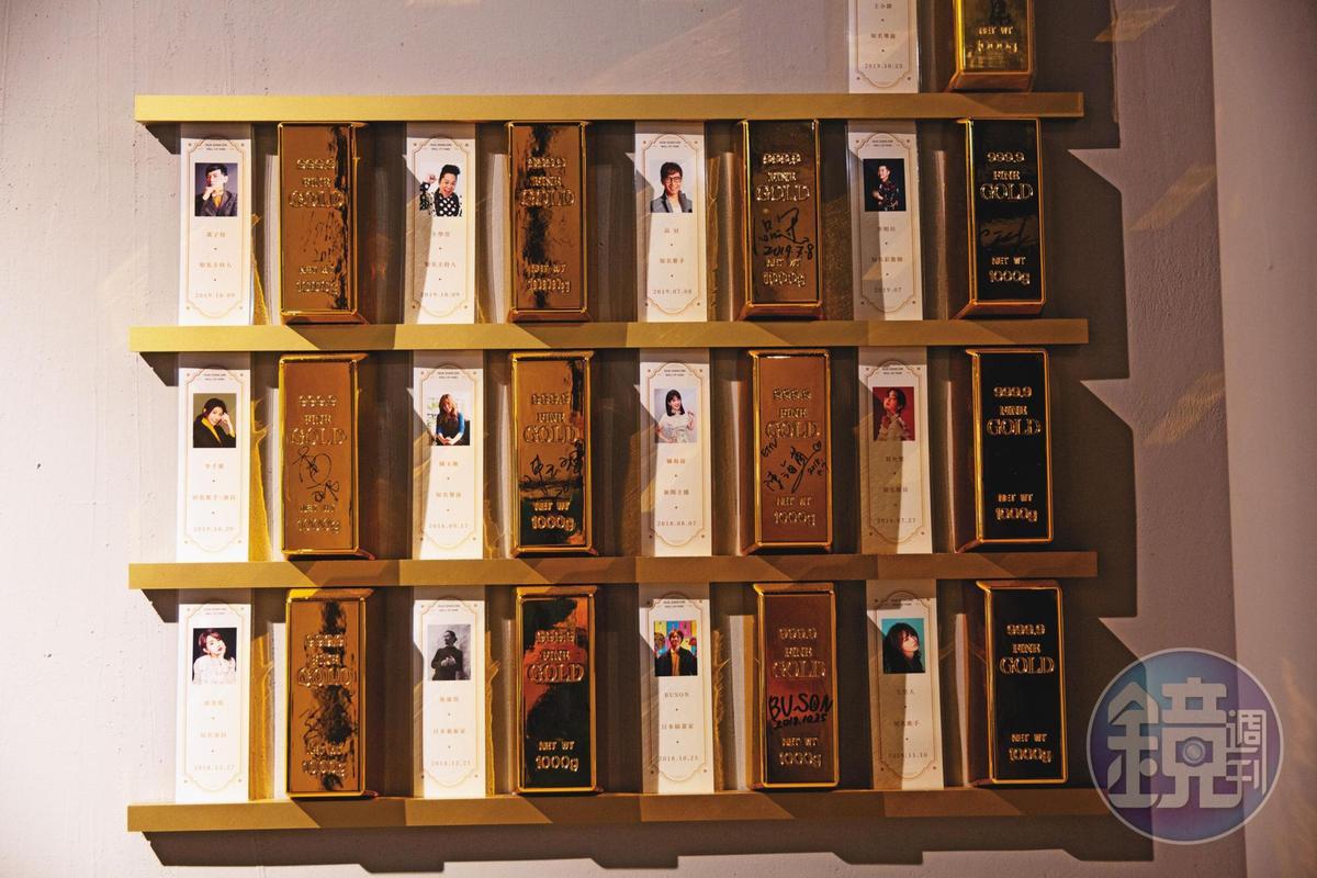 該飯店不乏知名藝人造訪,包括主持人黃子佼和卜學亮、歌手品冠,以及演員郭書瑤等,牆角還設有名人區。