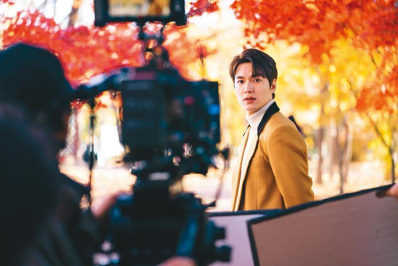 李敏鎬在斥資韓幣320億元製作的《The King:永遠的君主》中飾演大韓帝國皇帝。(Netflix提供)