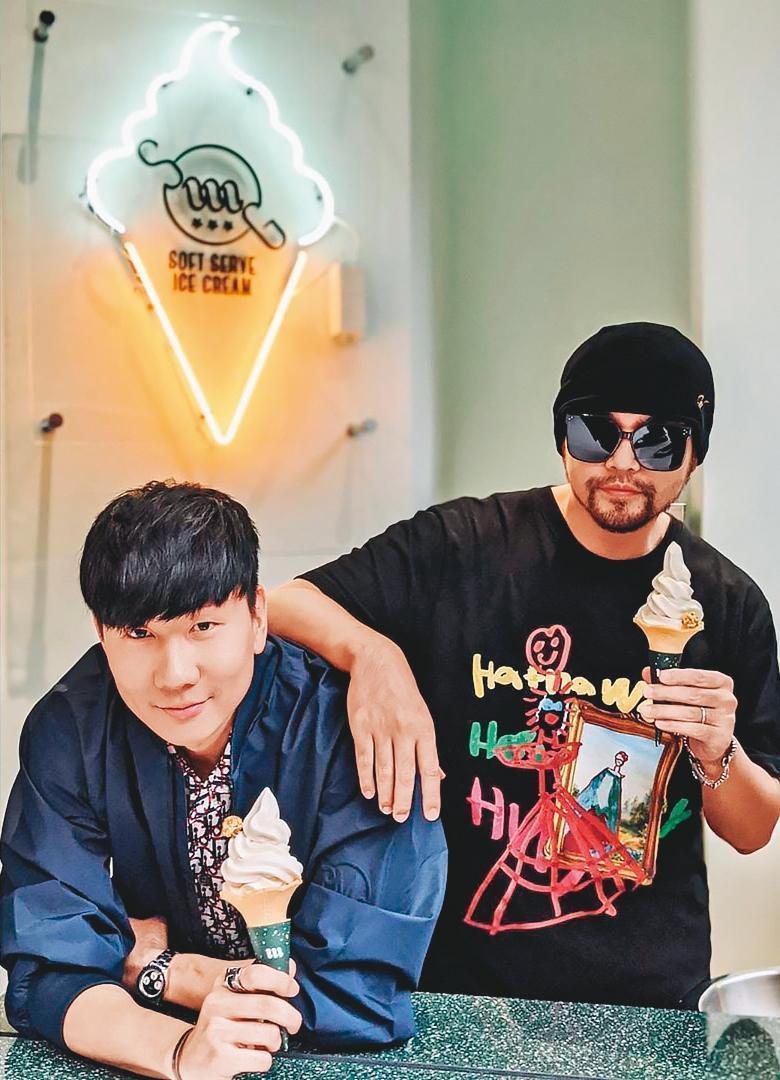 林俊傑投資的咖啡廳Miracle Coffee試營運,邀來周杰倫(右)等好友一起吃冰、喝咖啡。(翻攝自林俊傑IG)
