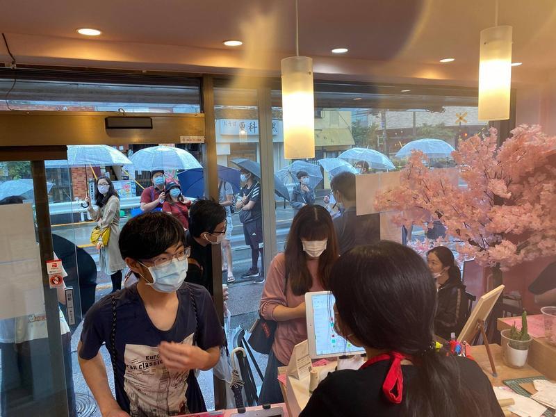 東京一間由高雄人開的飲料店慶祝罷韓通過祭出優惠活動,卻遭韓粉怒刷負評。(翻攝自臉書東京自耕農)