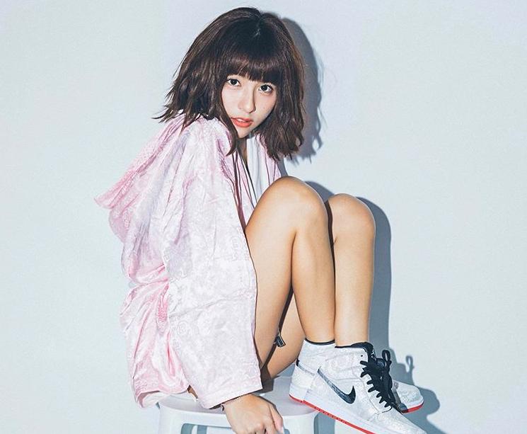 中信兄弟啦啦隊Passion Sisters成員峮峮(吳函峮)爆紅到日本,3月二度登上日本漫畫周刊《YOUNG JUMP》(週刊ヤングジャンプ)封面。(翻攝自峮峮IG)
