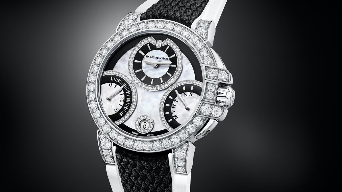 錶徑36mm/18K白金材質/時間指示、星期及30秒逆跳功能/HW3302自動上鏈機芯/鑲嵌198顆圓形明亮式切工鑽石(約3.55克拉)、1顆祖母綠型切工鑽石(約0.02克拉) /防水100米/限量100只/建議售價約NT$ 2,000,000