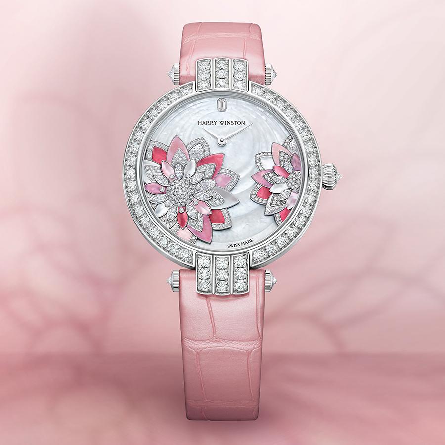 錶徑36mm/18K白金材質/時間指示/HW2014自動上鏈機芯/鑲嵌227顆圓形明亮式切工鑽石(約2.68克拉)、10顆馬眼型切工鑽石(約0.24克拉)、1顆祖母綠型切工鑽石(約0.02克拉)/防水30米/建議售價約NT$ 1,920,000