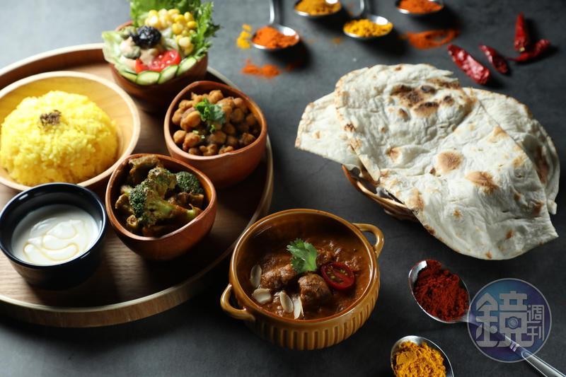 塔麗(Thali)是盤子的意思,印度人在正式餐宴會用大圓盤裝著多種咖哩、開胃小品、主食,分量十足。