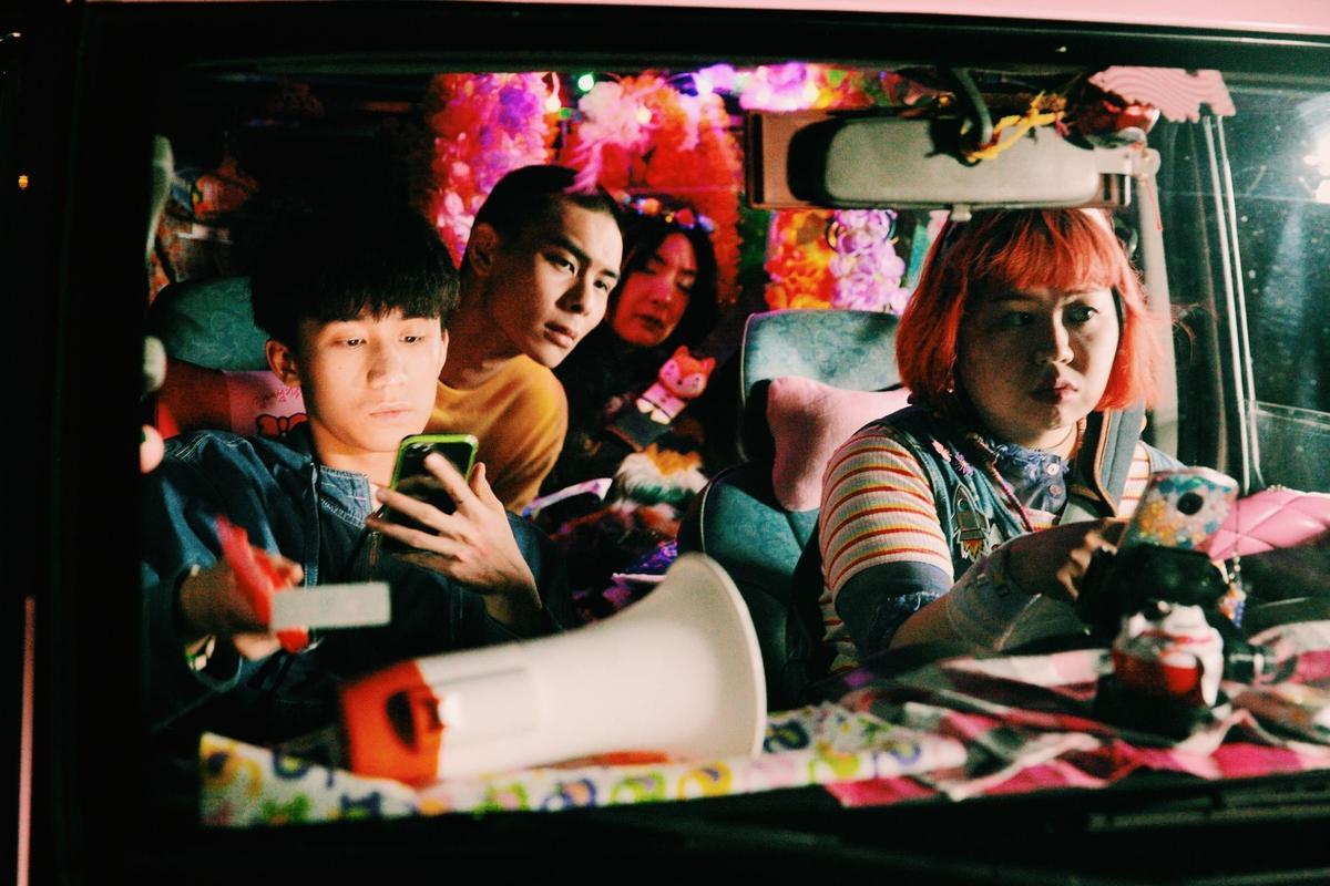 曾珮瑜笑說本以為電影後段只要在車內躺著會比較輕鬆,哪知其實更累。(双喜提供)