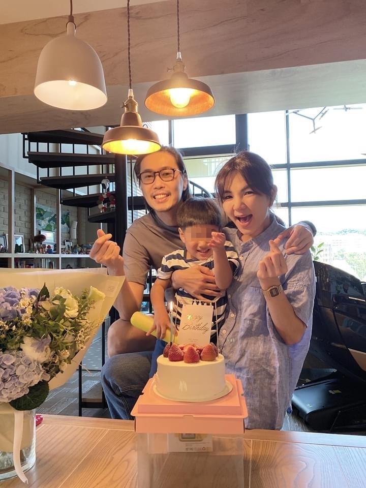 Ella的39歲生日,先和老公賴斯翔、兒子勁寶共度。(翻攝自Ella臉書)