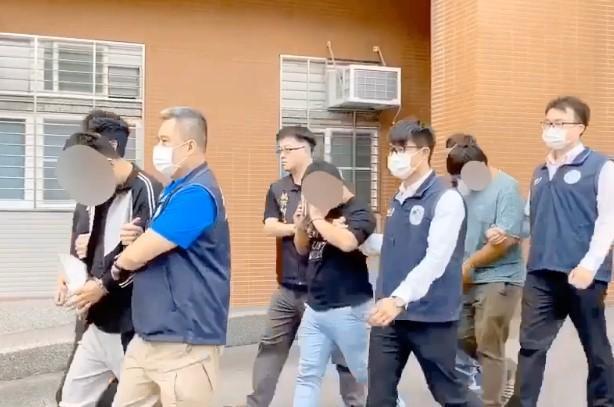 移民署破獲跨境人蛇集團,共逮捕6名幕後主嫌及幹部,不法獲利初估約新台幣2千萬元。(移民署提供)
