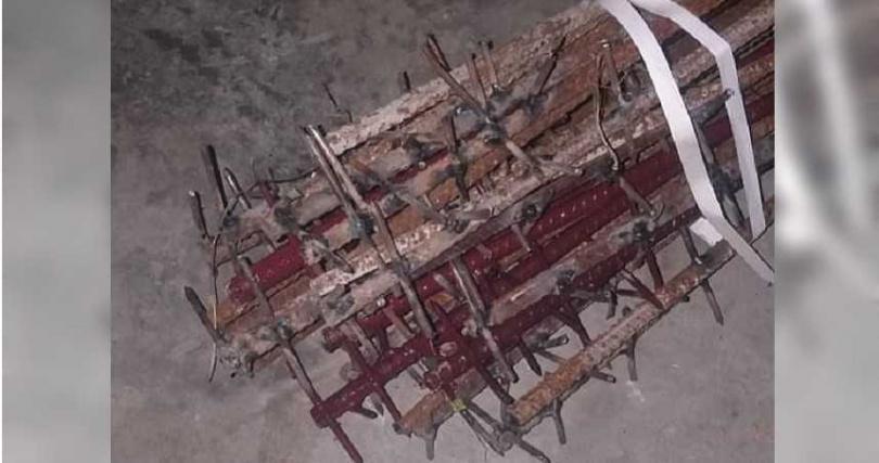 中印衝突後,中國軍隊遭爆使用大量鐵釘製成的狼牙棒攻擊印度軍人。(翻攝自推特@ajaishukla)