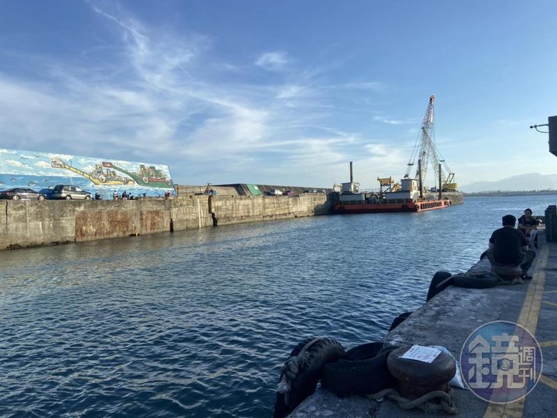 台東縣政府公開招標富岡漁港貨船碼頭泊位,引來在地航運業者不滿。(讀者提供)
