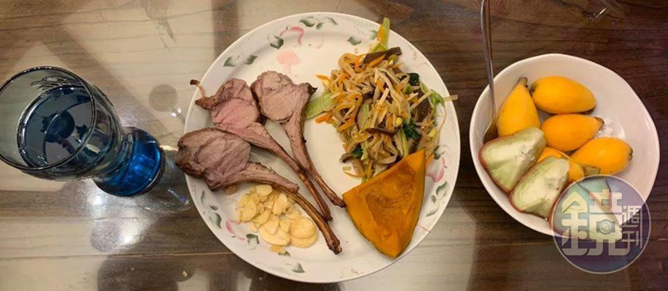 什錦菜與蒸南瓜也可以和烤小牛肋排在一起。