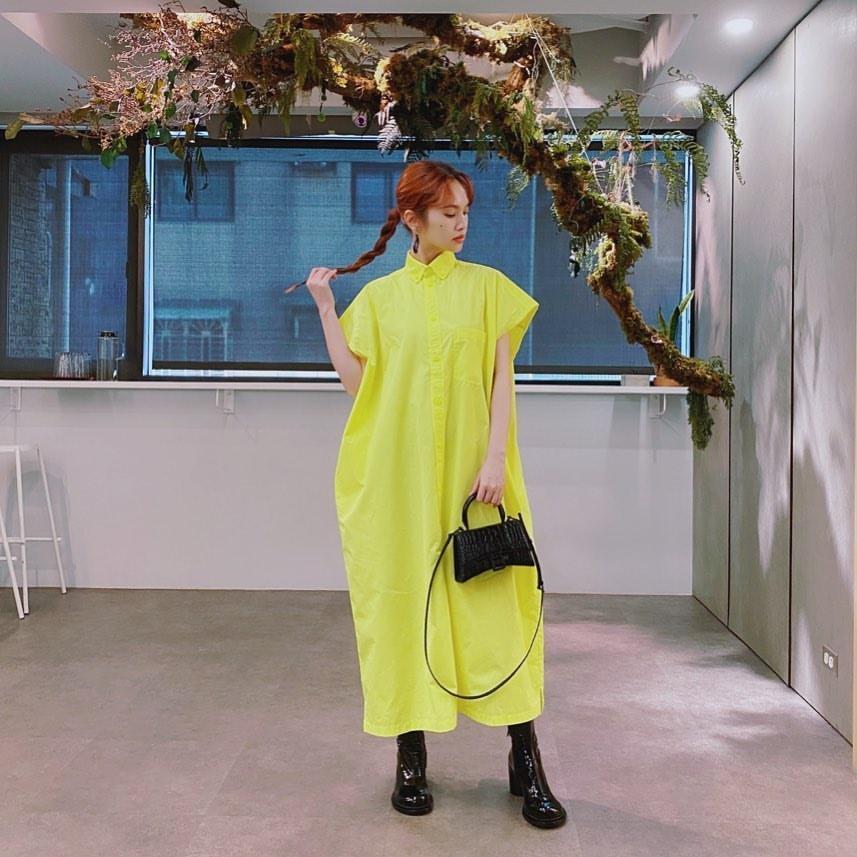 楊丞琳穿上李榮浩送的洋裝,亮眼的黃色讓她瞬間成為焦點。(翻攝自楊丞琳IG)