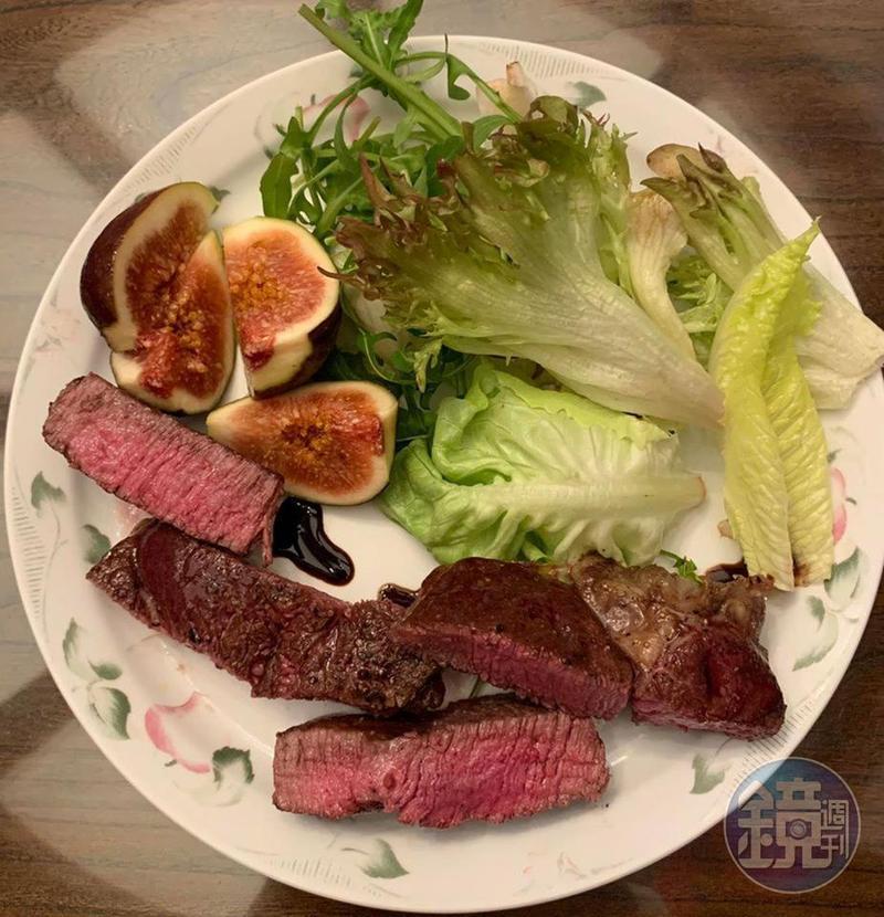 從牛排教父學來的「煎菲力牛排」,是在家吃大餐的好選擇。