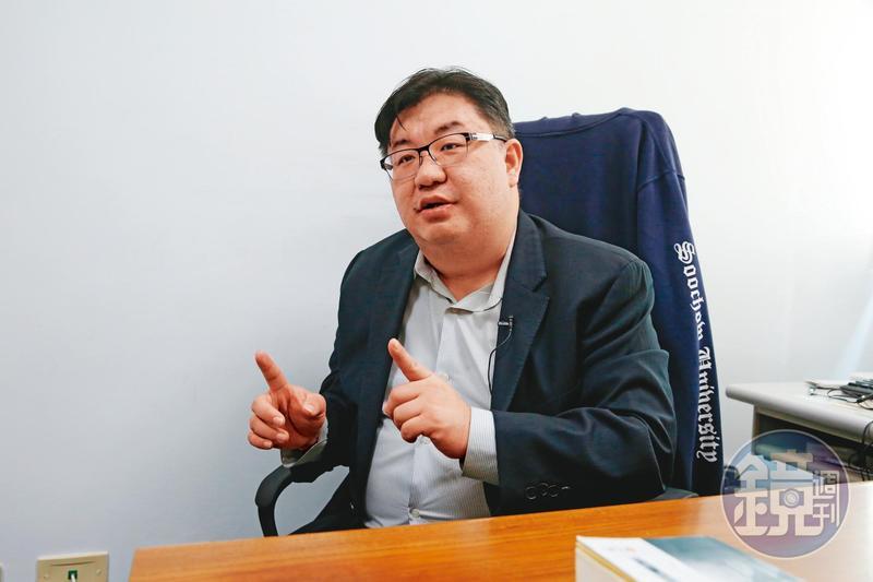 東吳大學教授胡博硯指出,威權政府對幫派或社團具有一定支配力。