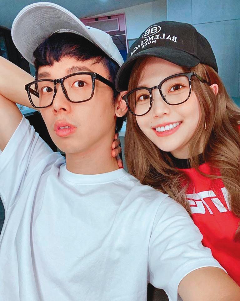 酷炫(左)和瑀熙(右)是螢幕情侶,無論外型、個性都頗為相配。(翻攝自酷炫臉書)
