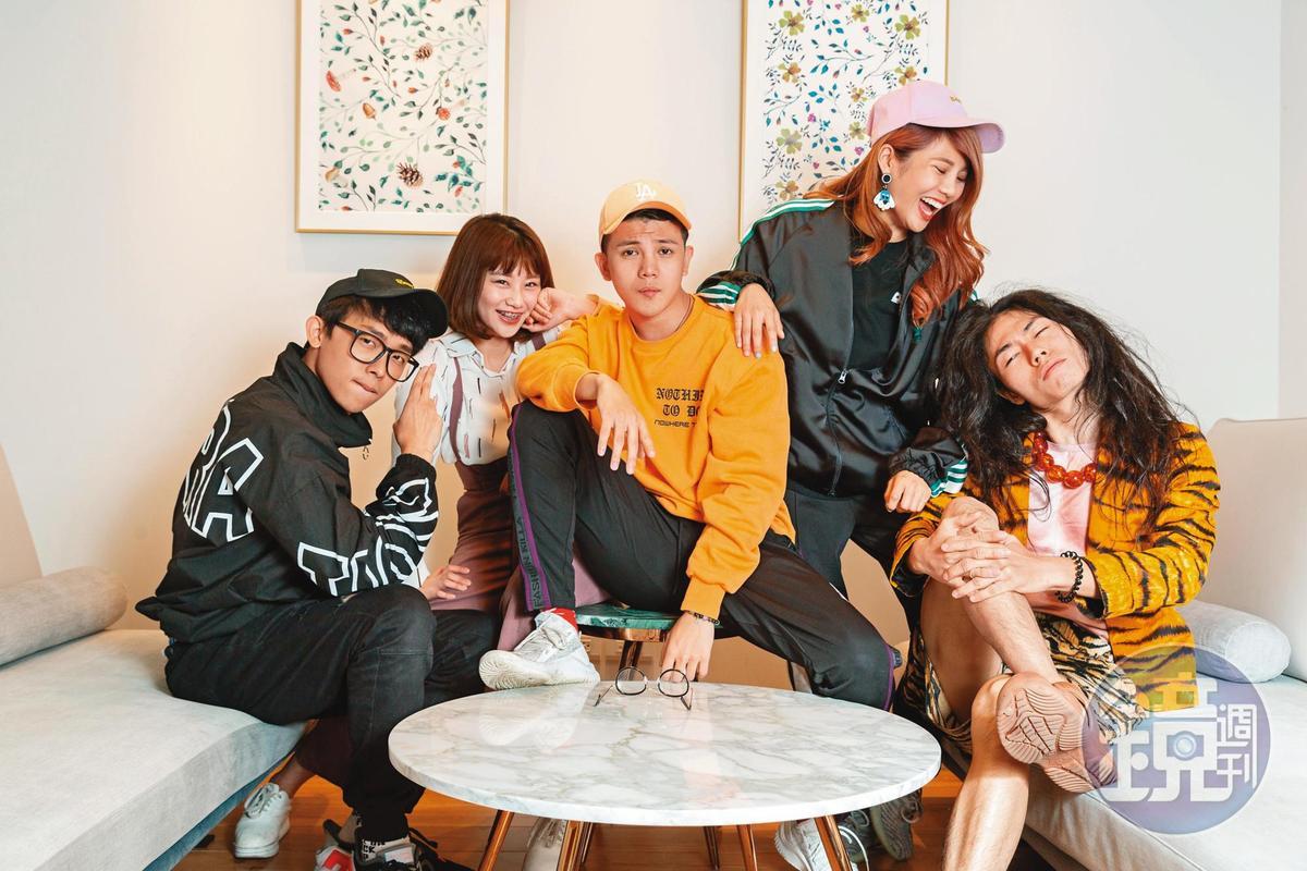 反骨男孩成員酷炫(左起)、焦凡凡、孫生、琳妲、瑋哥,靠著搞笑影片起家,成員也各爆花邊。