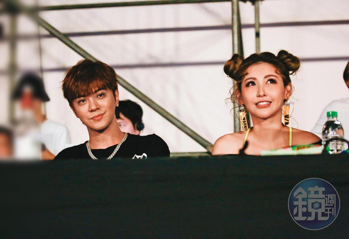 羅志祥(左)旗下男團C.T.O去年9月在台大體育會館舉辦首場售票演唱會時,愷樂(右)也到場捧場。