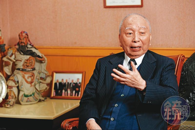 身價千億元的味王榮譽董座頴川建忠,失智後已住進養生村。