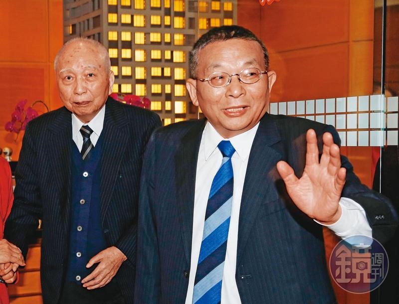 頴川建忠(左)將家族事業大都交由老臣陳清福(右)管理,由陳清福與第二代共同治理。