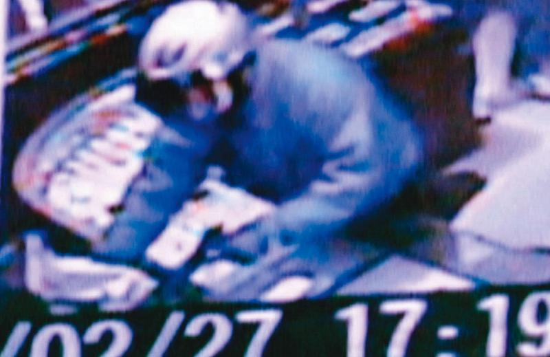 靳竹生在台北搶銀樓後落網,並被查出犯下嘉義強盜殺人案。(翻攝畫面)