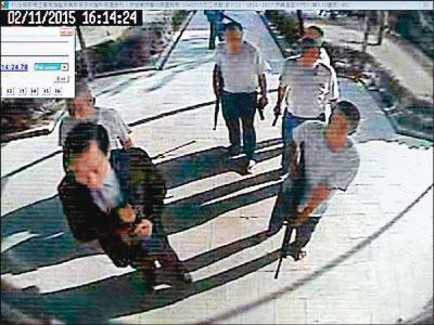 靳竹生在大寮監獄服刑時,參與監獄暴動案。(翻攝畫面)