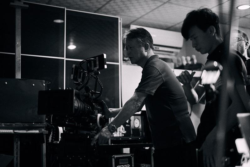 韓允中(左)拍紀錄片以來,學會不斷調整心態與做法。(貝殼放大提供)