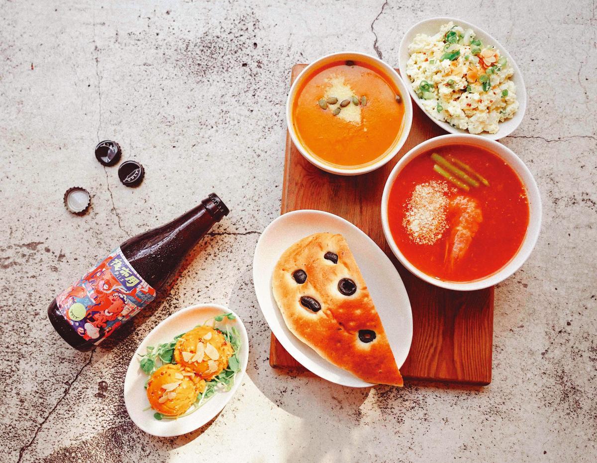 台灣新創精釀「酉鬼啤酒」聯手「家.溫度湯專門店」,以冰涼的皮爾森啤酒入湯,每日限量十二組。(八八八元/套)