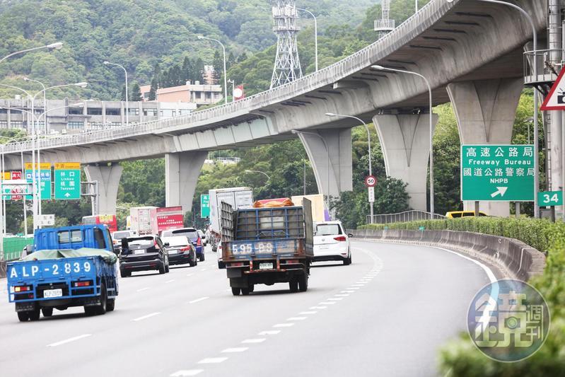 今天為端午節連續假期第2天,高公局公布國道預判壅塞路段,請用路人儘量避開。(本刊資料照)