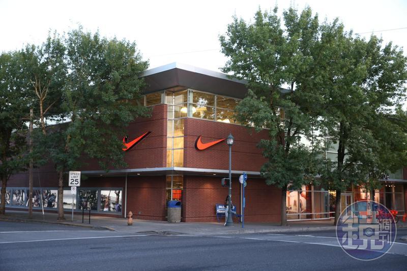 Nike最新財報顯示虧損7.9億美元,預告將進行2階段裁員。(本刊資料照)