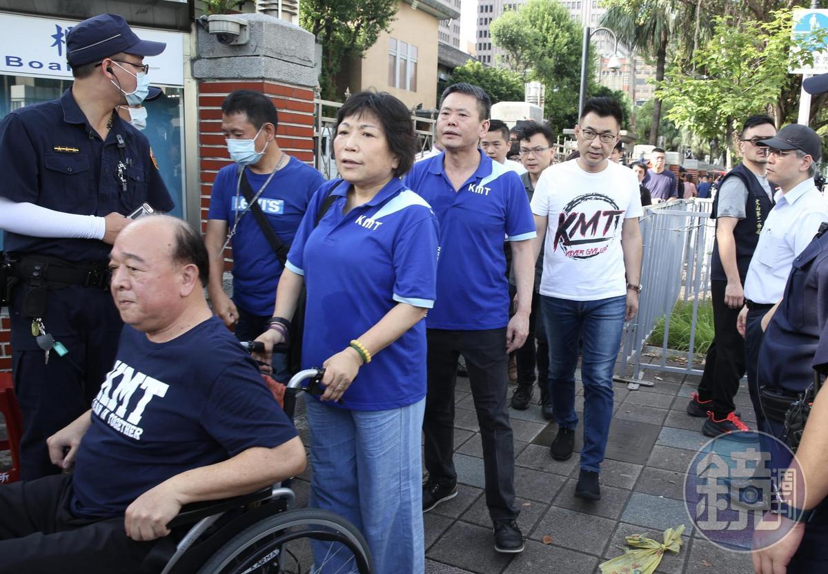 今早江啟臣率部分藍委走出議場。