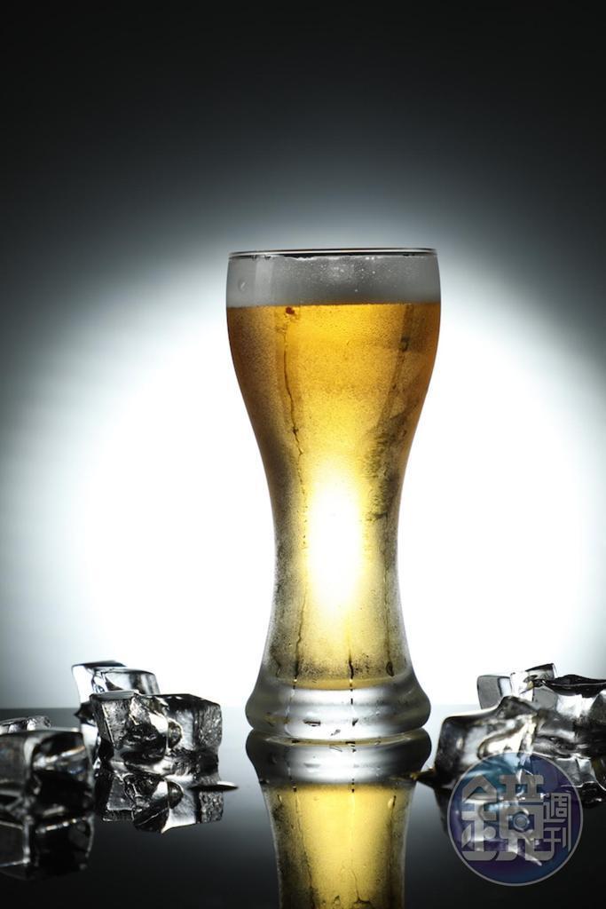 冰沁的「KIRIN 一番搾生啤」落喉爽快。(180元/杯)