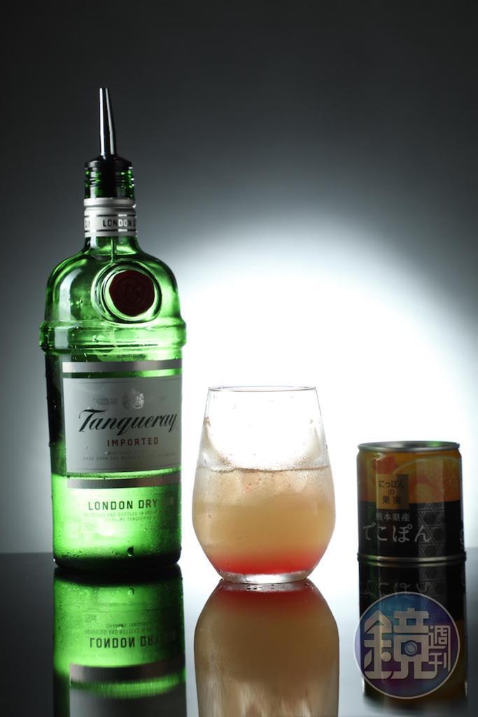凸頂柑果汁加琴酒調成「柚見橙香」,帶有明燦消暑的柑橘風味。(350元/杯)