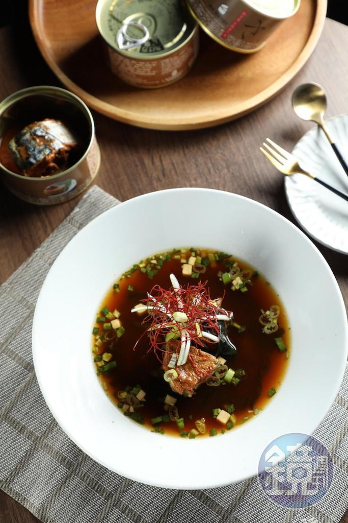 用奈良五德味噌醃漬的「Mr.kanso味噌鯖魚」,魚質肥潤帶甜味,與旨味豐厚的清酒會是好朋友。(249元/罐)