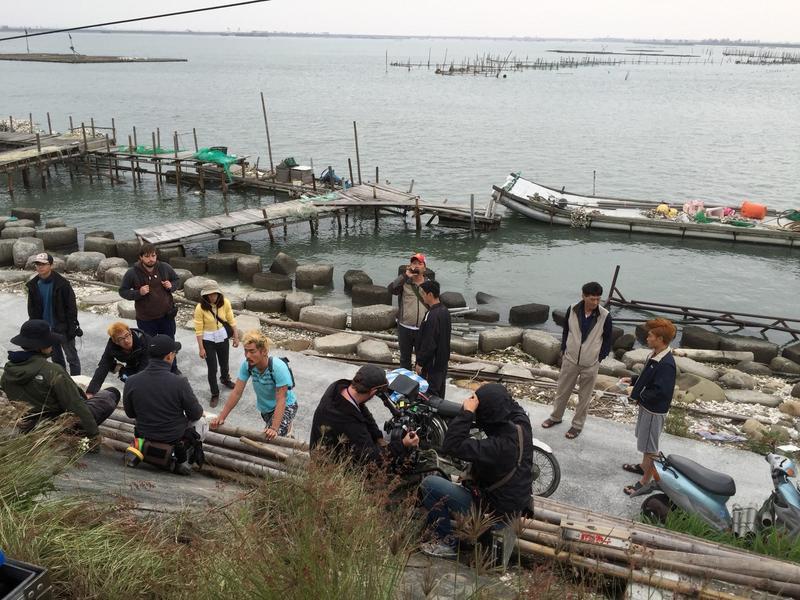 跨國製作加深拍攝 《蚵豐村》的難度,劇組每天都會發生突發狀況。 (好威映象提供)