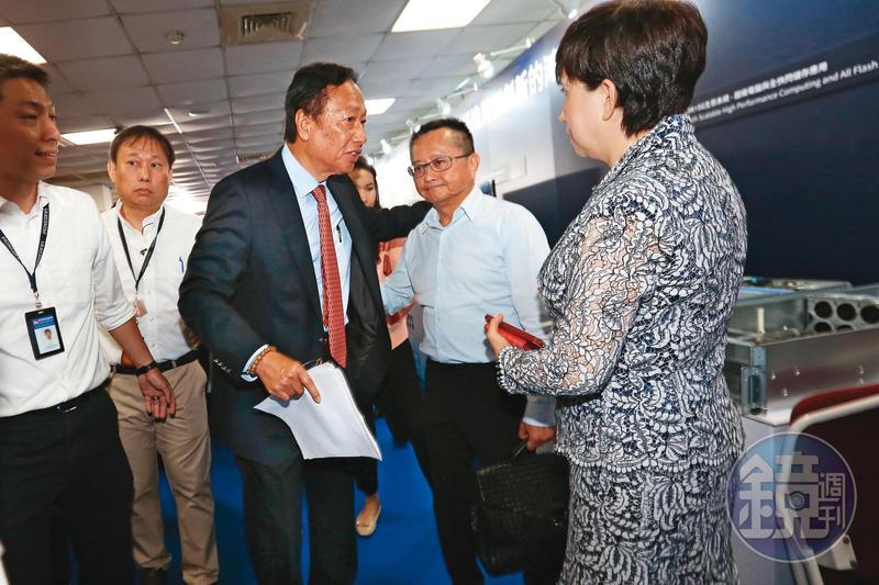 宋學仁(右)曾擔任鴻海董事,與鴻海創辦人郭台銘(左)頗有交情。