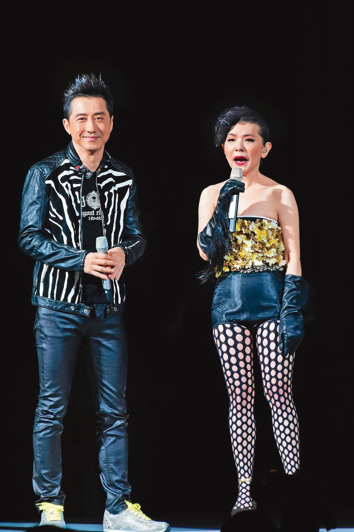 張清芳(右)在台人緣佳,出道30週年演唱會曾邀請庾澄慶(左)擔任嘉賓。(東方IC)