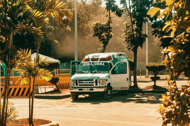 一名彰化70歲老翁因流鼻血,被家人叫救護車送至醫院,示意圖。(攝影師:Ian Panelo,Pexels提供)