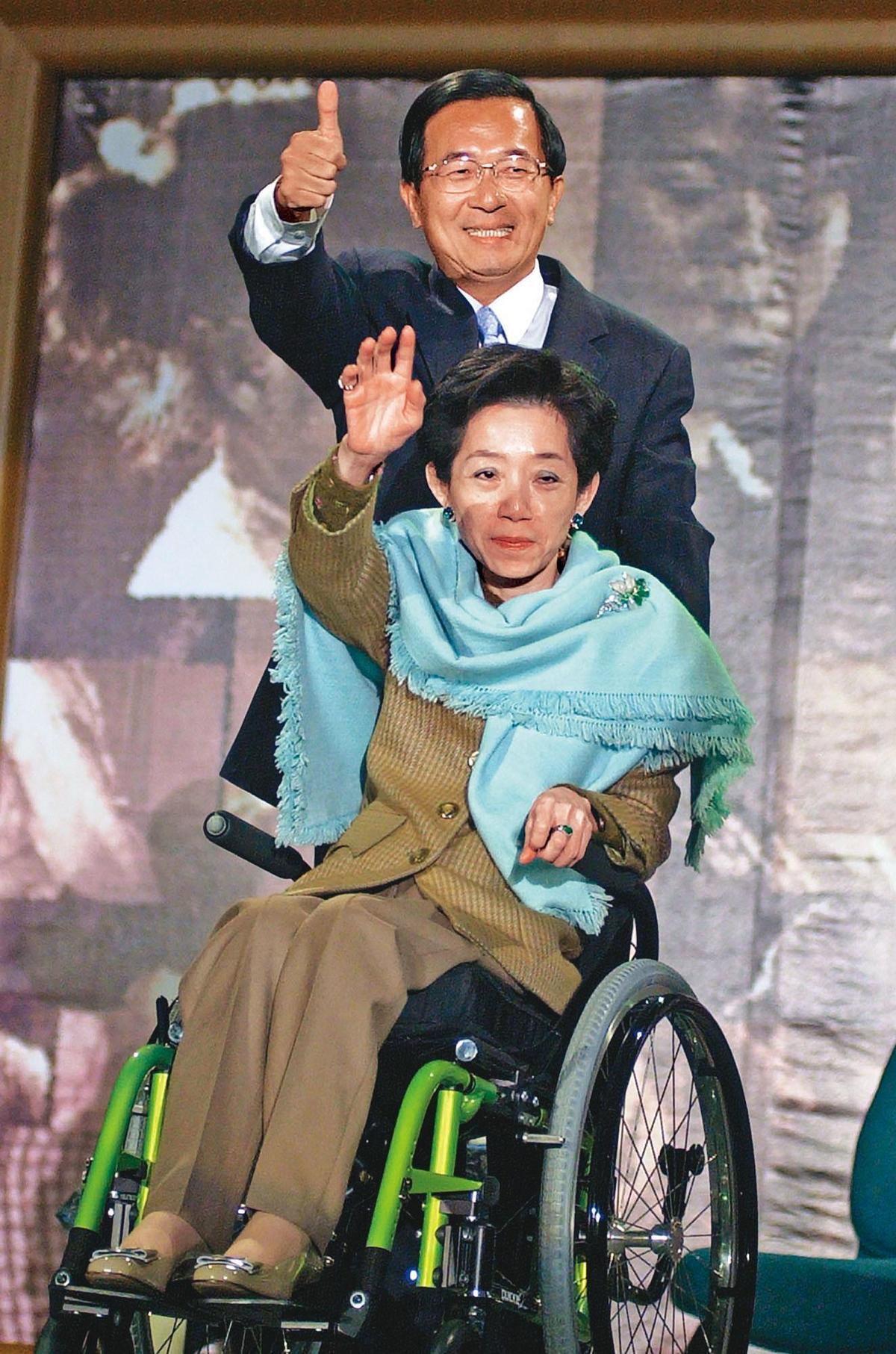 前總統陳水扁及夫人吳淑珍,皆因國務機要費案遭法院判刑。(達志影像)