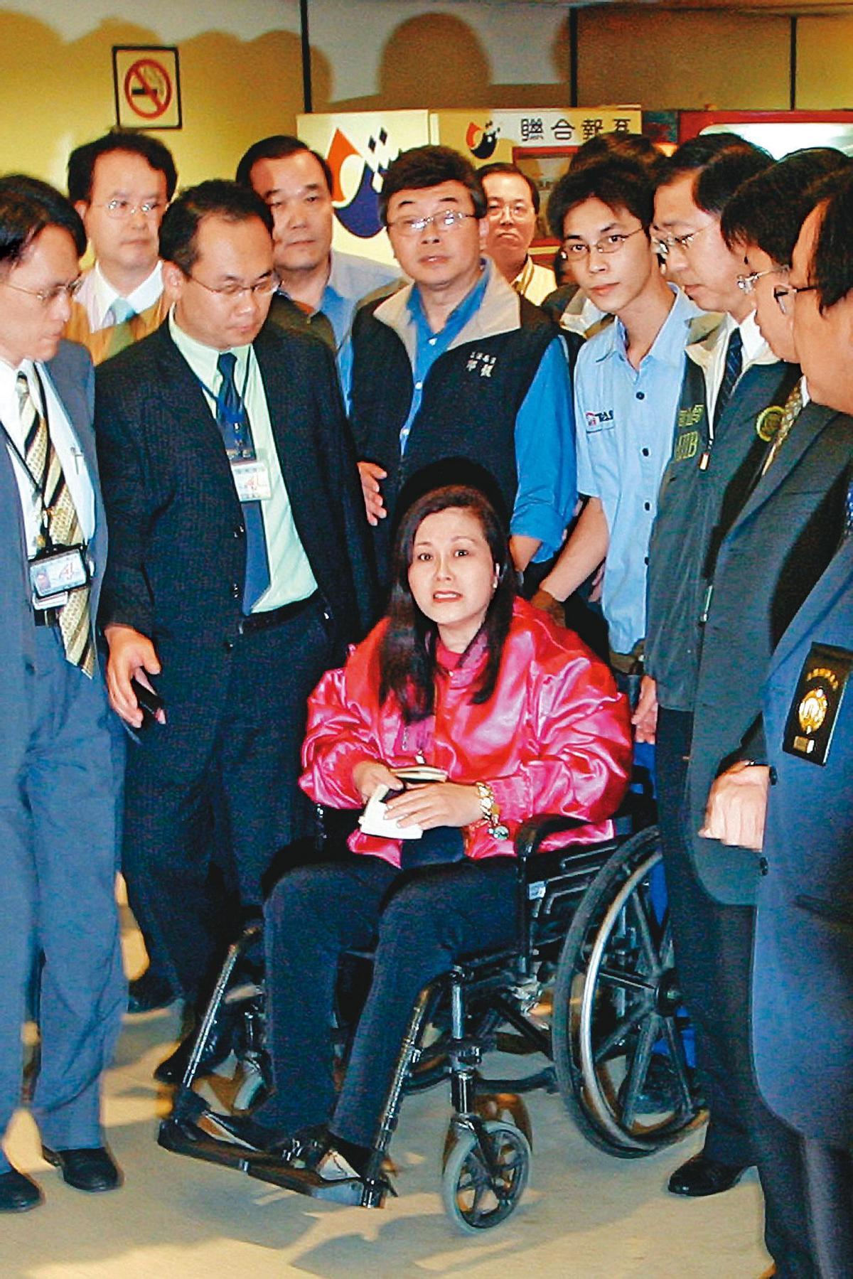 李慧芬自曝罹患癌症、無法久站,平常需輪椅代步。(中央社)