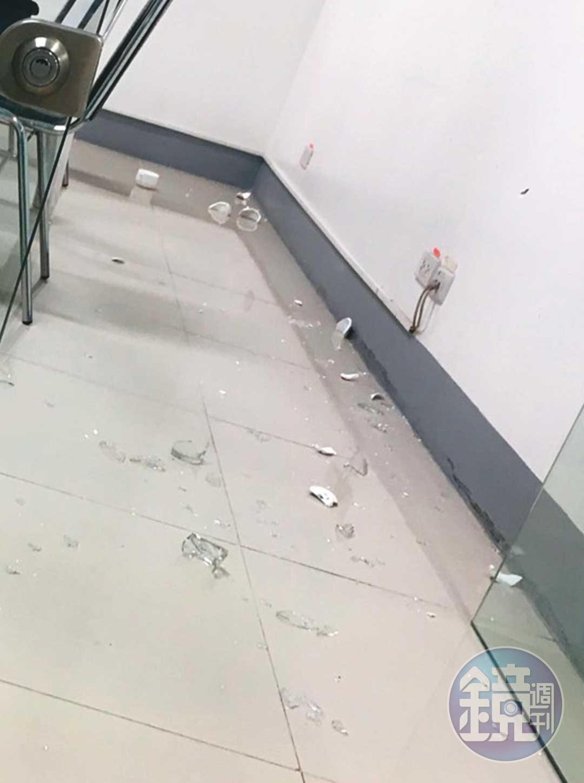 台幹爆料指出,新金寶營運長鄒孔訓開會不但會叫人準備玻璃杯讓他摔,還會飆罵台幹。(讀者提供)