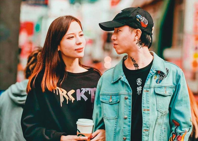 謝和弦(右)與辣妻Keanna(左)自結婚後就扮演恩愛夫妻,沒想到如今兩人翻臉、感情回不去了。(翻攝自chord0415 IG)