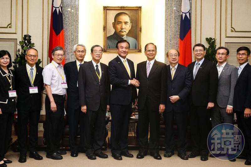 總統府祕書長蘇嘉全(左6)今率領考試院長被提名人黃榮村(左5)拜會立法院長游錫堃(右5)。