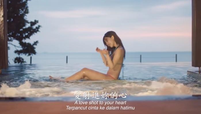 黃明志喜歡在歌詞中加入讓粉絲看了會害羞的暗示性用語。(翻攝自黃明志Namewee YouTube)
