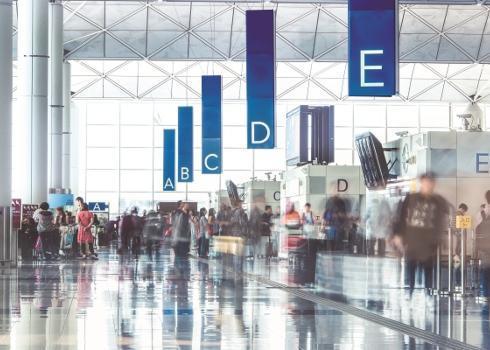 因疫情相關的轉機禁令,香港出現滯留機場進退不得的國際「人球」(網路截圖:Hong Kong Airport Authority)