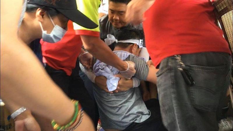 議員黃健豪抗議台電違法重啟中火2號機組,絕食28小時暈倒。(翻攝自盧秀燕臉書)