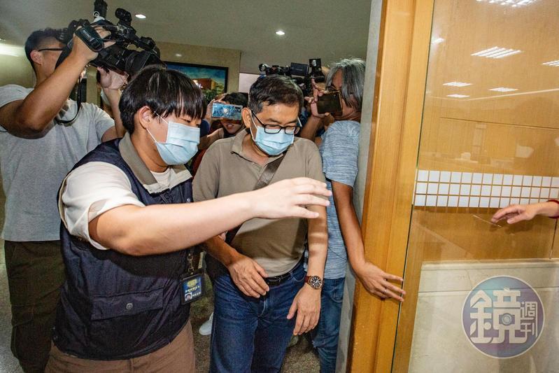 潤寅詐貸案爆出案外案,查出調查局專員郭詩晃涉嫌索賄500萬。