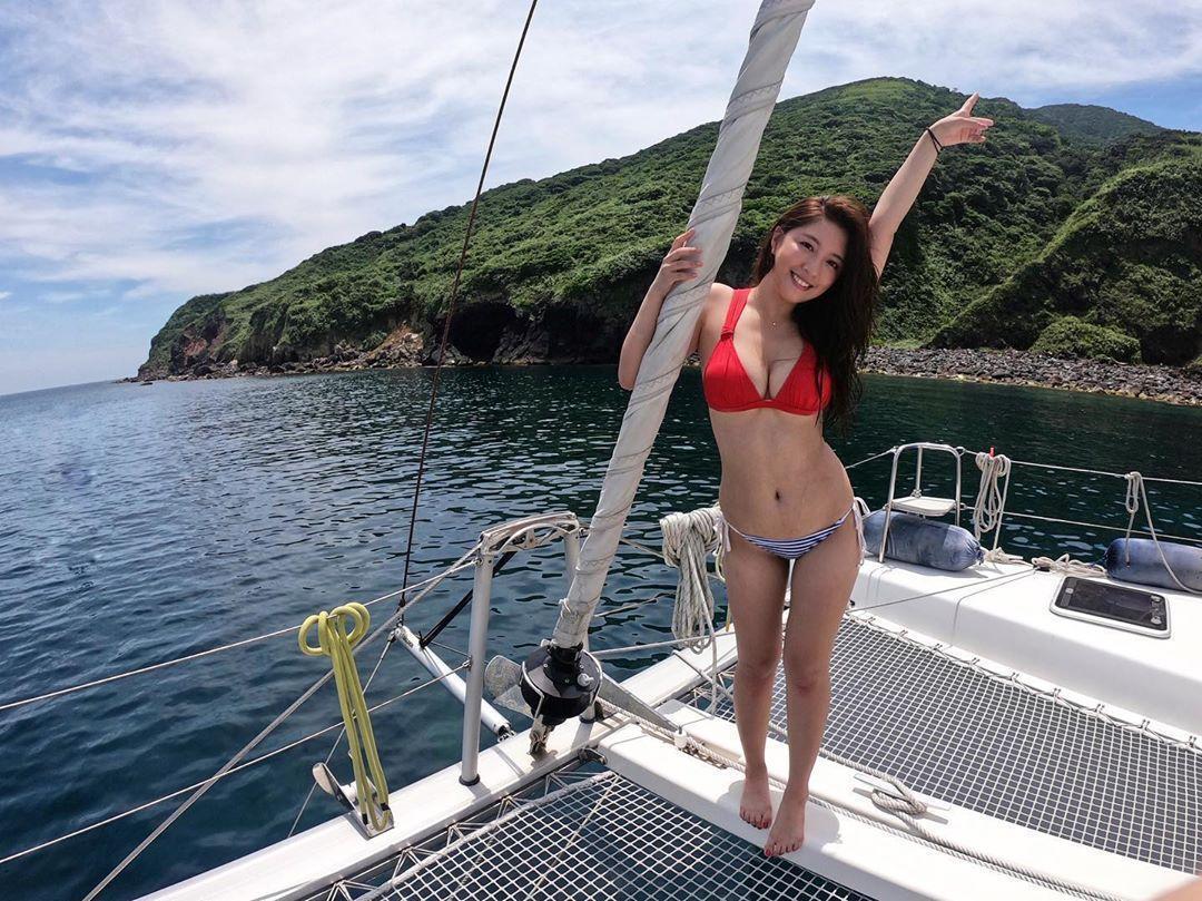 辜莞允先前到龜山島進行水上活動,似乎是曬黑的原因。(翻攝自辜莞允IG)