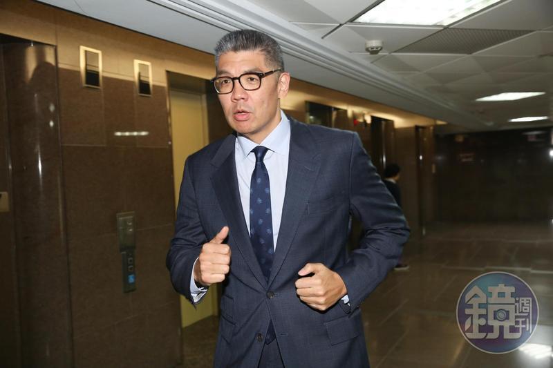 對於港版國安法通過,國民黨智庫副董事長連勝文表示,與其施壓中國大陸不要通過,不如要求落實香港真普選。