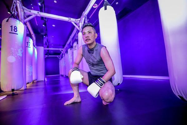 國民黨立委陳以信參加拳擊特訓。(朱立倫辦公室提供)